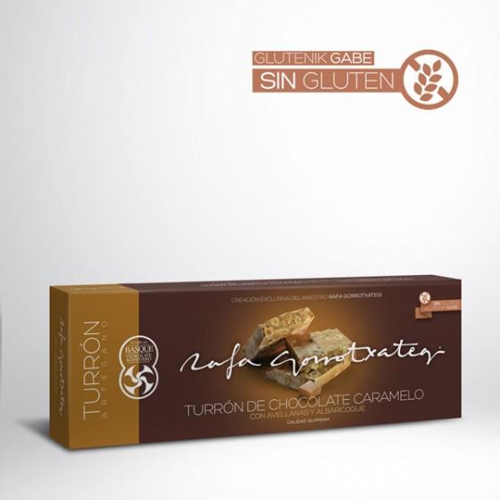 Turrón de chocolate caramelo con avellana y albaricoque.